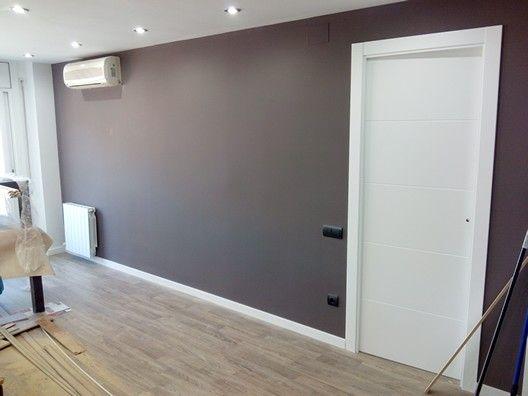 Combinaci n pared gris ceniza con puertas lacadas y parquet trabajos realizados pinterest - Paredes lacadas ...