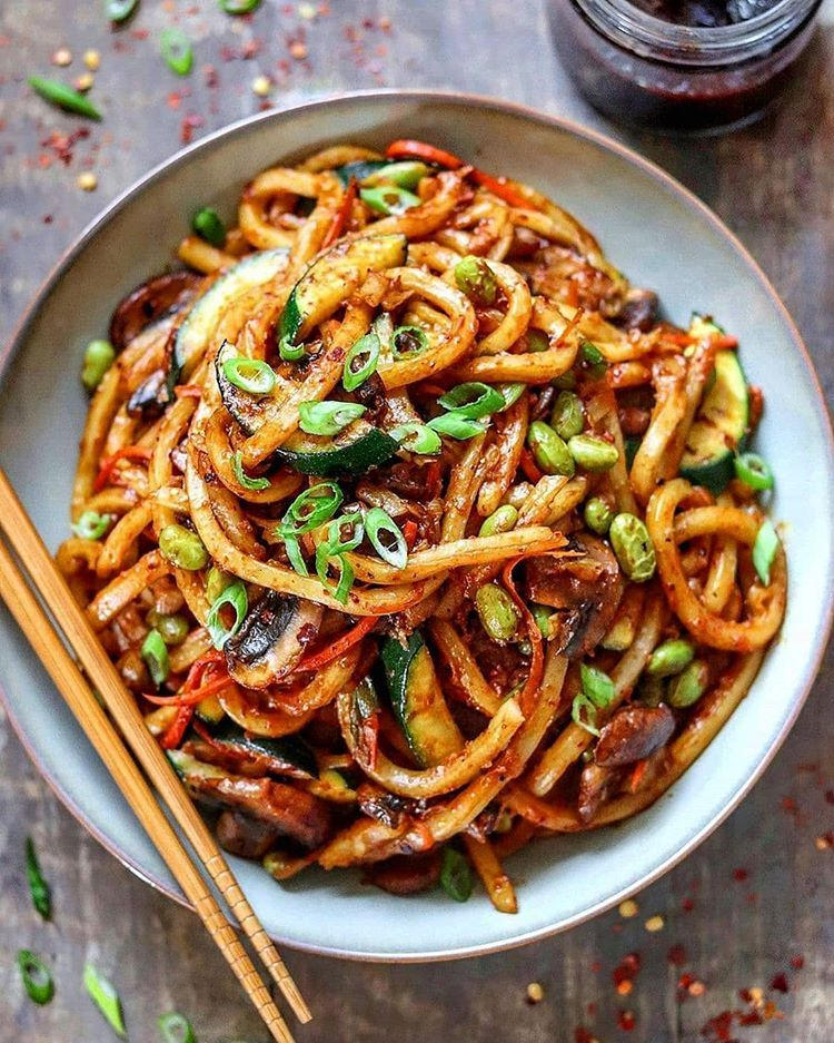 Spicy Udon Noodle Stir Fry Save This Post To Make Later Tag A Friend Who Needa Try This Today Follow Veganfe In 2020 Vegan Recipes Food Savoury Dishes