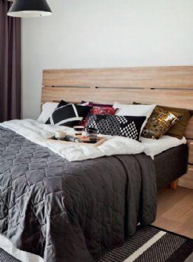Yksinkertaisen tyylikäs aikuisten makuuhuonehuone on elektroniikkavapaata vyöhykettä. Lunassa on kautta linjan valittu yksinkertaiset, toimivat perusratkaisut, eikä esimerkiksi taloautomaatiota haluttu lainkaan.
