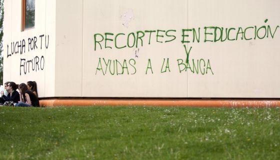 La propuesta para apadrinar a alumnos divide a la Universidad / Manuel Planelles + @elpais_sociedad | #universidadencrisis