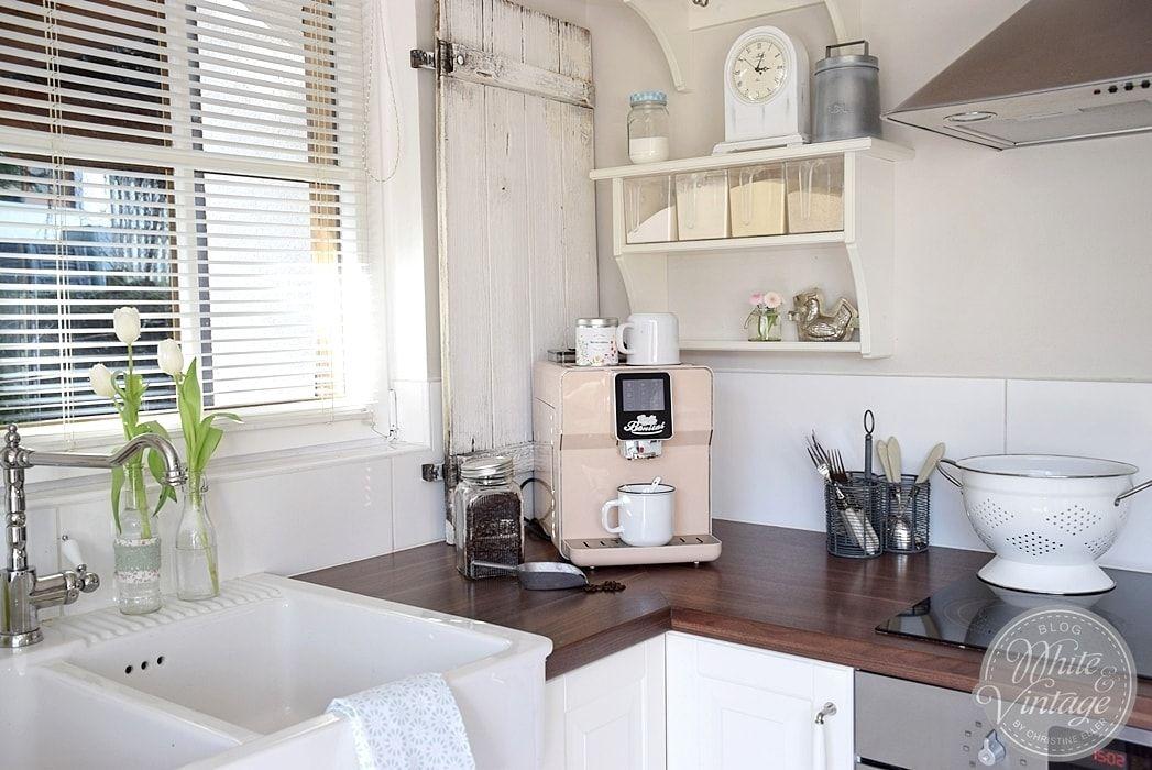 Weisse Landhauskuche Mit Vintage Charme Haus Kuchen Landhauskuche Und Kuche