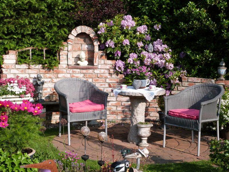 Selbst gemauerte Ruine und Rhododendronblüte - Bilder und Fotos ...