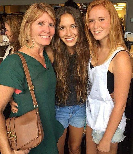 Lauren Daigle, her mother and sister. #laurendaigle