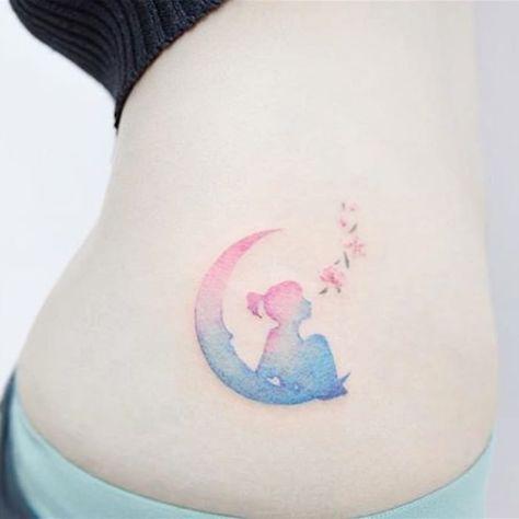 15 Ideas de tatuajes en la cadera que harán explot
