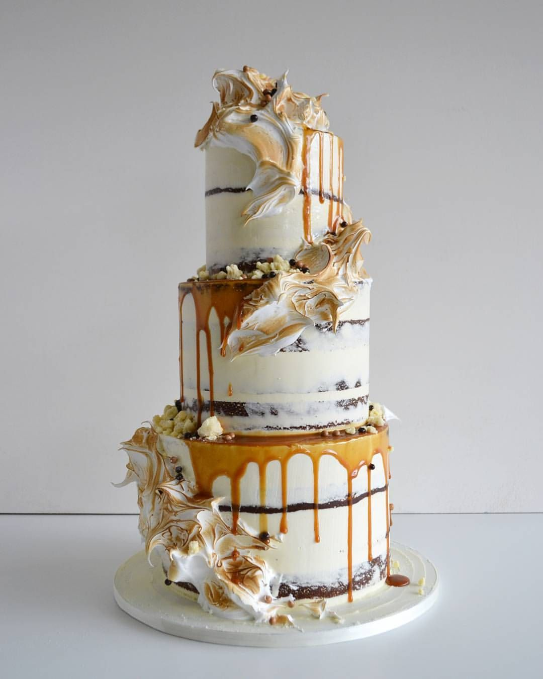 Golden gaytime cake! Inspired by the icecream, this cake is made of layers of caramel mud cake, toffee cake, caramel butter cream, chocolate ganache and for some added fun... CREAM CHEESE buttercream.... oh my!!! With torched meringue, toffee drizzles, biscuit crumb and chocolate pearls. X #goldengaytime