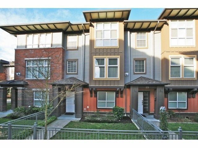 Compass Townhomes For Sale Clayton Heights Cloverdale B C Bella Vista Homes Townhouse Building Entrance