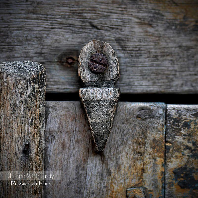 Système De Fermeture De Porte à Lu0027ancienne, En Corse. Photographie  Christine Sainte
