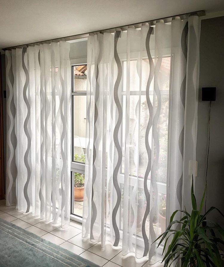 Moderner Vorhang In Wellenform Vorhangschiene An Der Decke Aus Edelstahl Trebes Raumausstattung Trebes Raumausstatt Vorhange Vorhange Modern Vorhangschiene