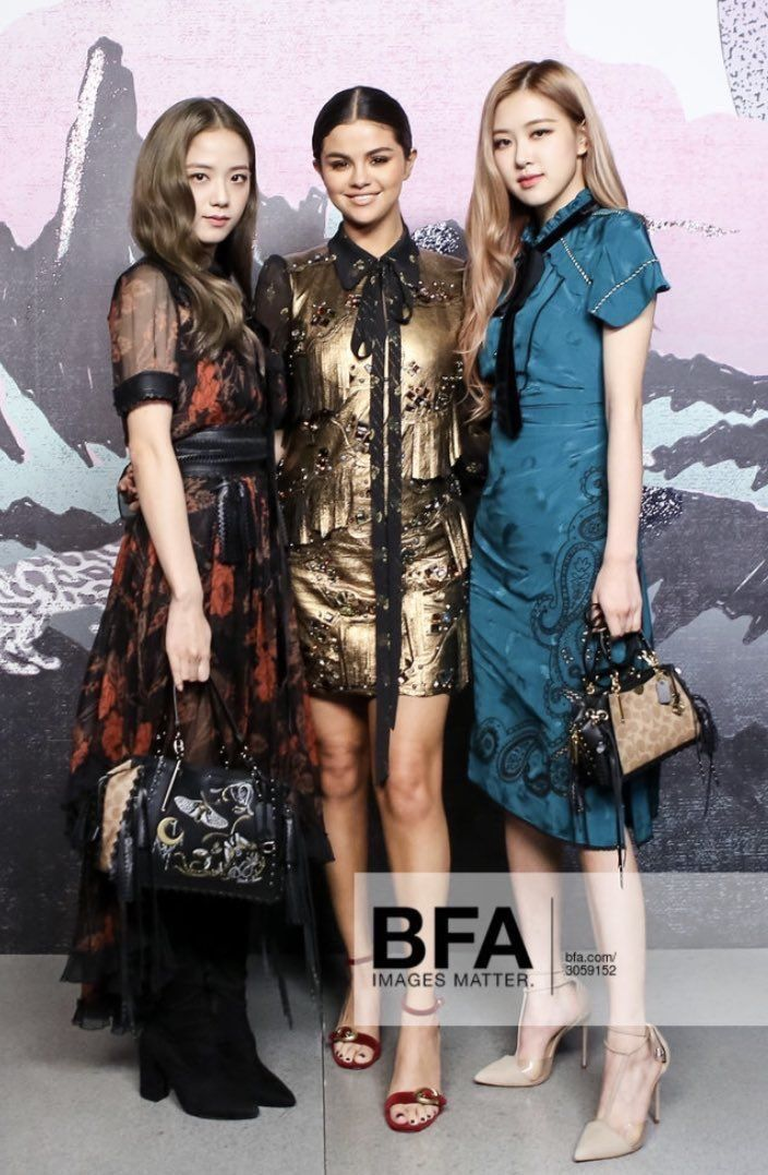Chaesoo X Selena Gomez At Coach Fashion Show Red Carpet Blackpink Fashion Nyc Fashion Black Pink