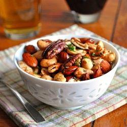 Para iniciar un lunes con energía y picar algo sabroso, podés optar por las semillas: pistachos, almendras, nueces, maní, pecanas. Eso sí, que vengan de manera natural, sin agregados de azúcar o sabores.