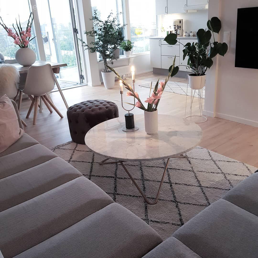 Cekici Keyifli Iskandinav Stilde Bir Ev Ev Gezmesi Oturma Odasi Dekorasyonu Oturma Odasi Fikirleri Oturma Odasi Tasarimlari
