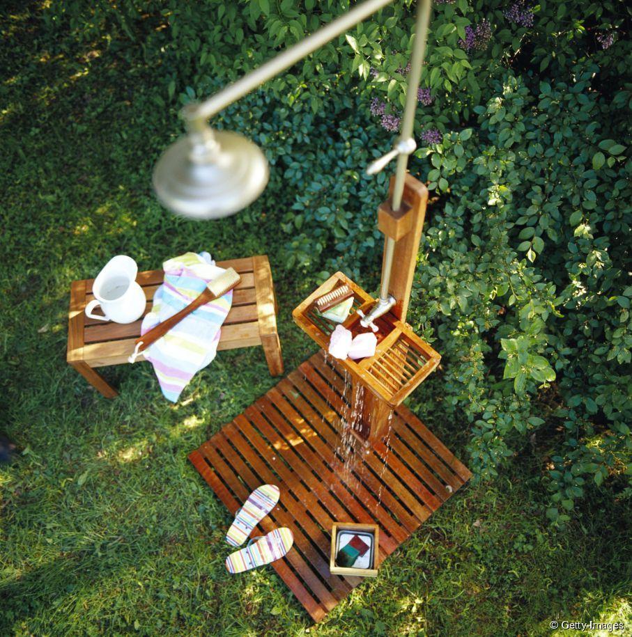 douche ext rieur pour jardin une douche de jardin pour se rafra chir l 39 t douche de jardin. Black Bedroom Furniture Sets. Home Design Ideas