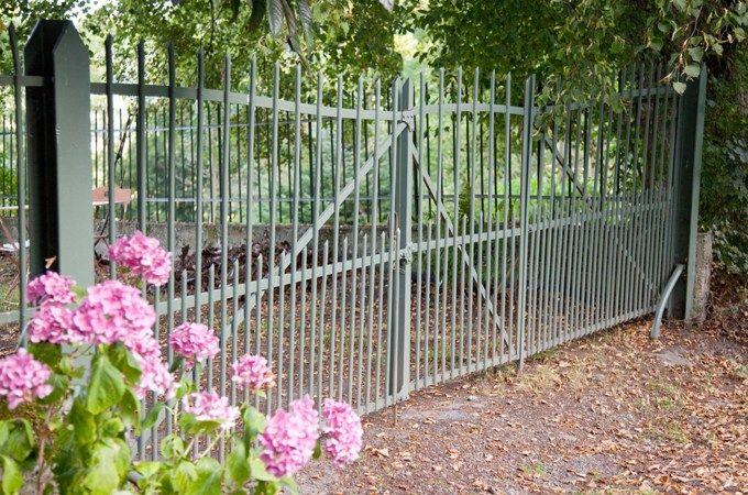 Repeindre une grille en fer forgé rouillée DIY Jardin  terrasse