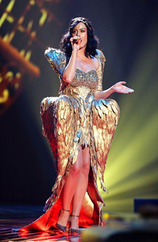 katy perry wearing ZHANG JINGJING golden feather dress in uk X ...