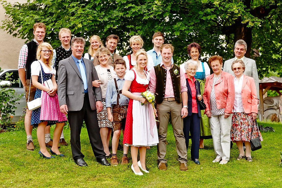 Die Familie und das Brautpaar
