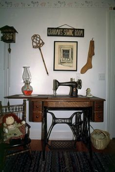 antique Singer sewing machine with treadle in 2020 ...