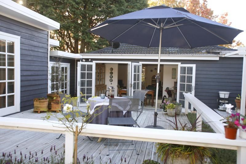 Charcoal And White With Images House Paint Exterior Beach