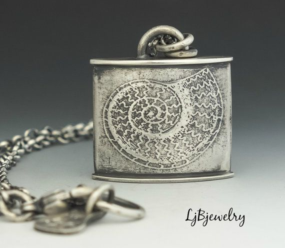 Silver Pendant Silver Necklace Hollow Form Nautilus von LjBjewelry