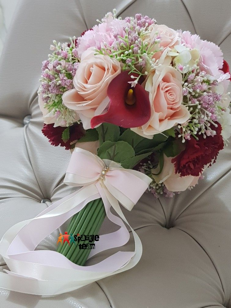 Deep Red Peach Puff Roses Pink Offwhite These Are The Colors Of My New Brid Bouquet Rose Bouquet Pink