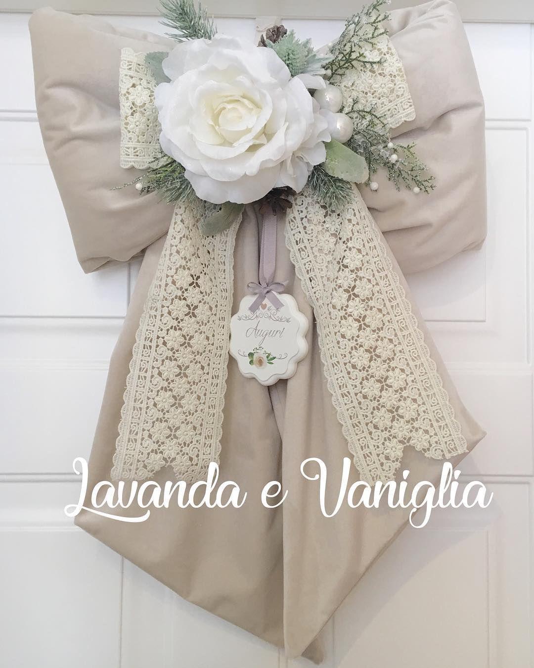 """Photo of Lavanda e Vaniglia on Instagram: """"Buon pomeriggio! Un po' di pazienza e risponderò a tutti… #fiocco  #fuoriporta #puntale #ghirlanda #christmas #handmade #fattoamano…"""""""