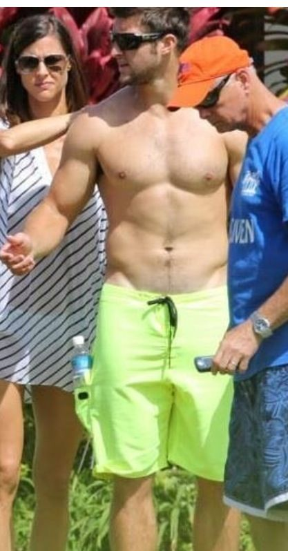 Tim Tebow Goes Shirtless in Hawaii! | E! News