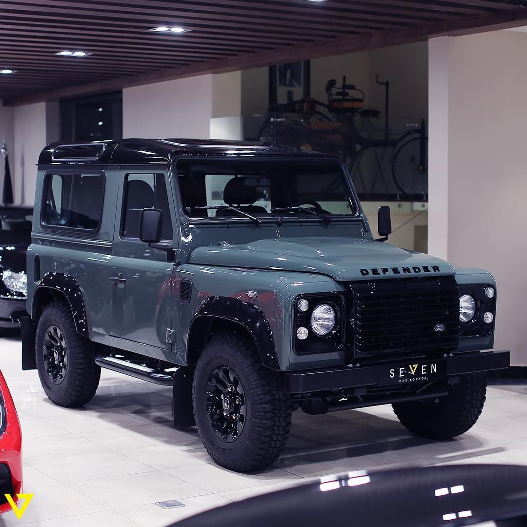 The Warrior Of The Deserts The Land Rover Defender قاهر