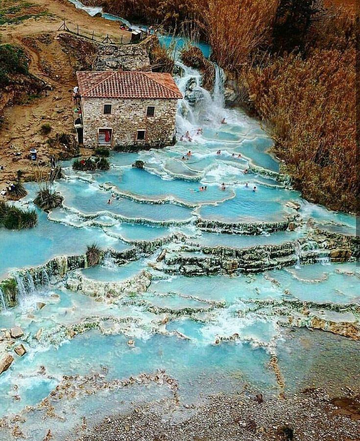 Destinos de vida en Instagram: «Relajarse en las increíbles 'cascadas del molino' ~ Saturnia, Toscana, Italia Foto: @cubano_ph ¡Increíble! ↙¡DÍA a tus 3 MEJORES AMIGOS! # living_europe … «