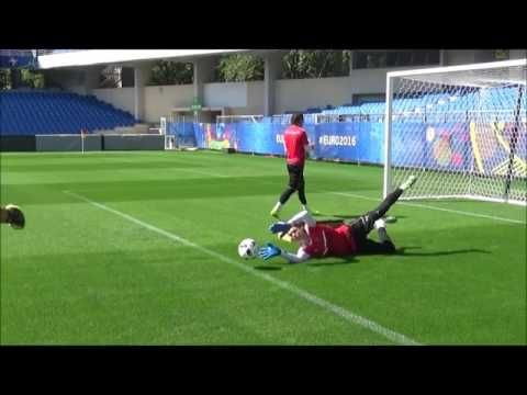 Tormanntraining Lifekinetic Schnelle Beine Reaktion Youtube Goalkeeper Training Goalkeeper Soccer Goalie