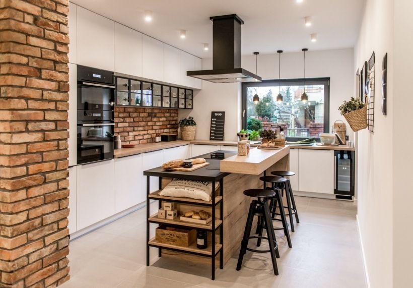 Aranzacja Kuchni Z Wyspa Z Czerwonymi Ceglami I Drewnem Lovingit Pl American Kitchen Design Modern Kitchen Design Online Kitchen Design
