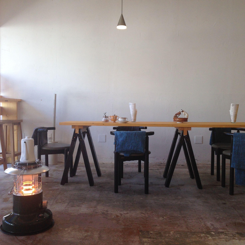 galleria_salone  cafe DIY long table handmade craft work , green stove, white pot, light & white wall, custom hand paint tokyo japan