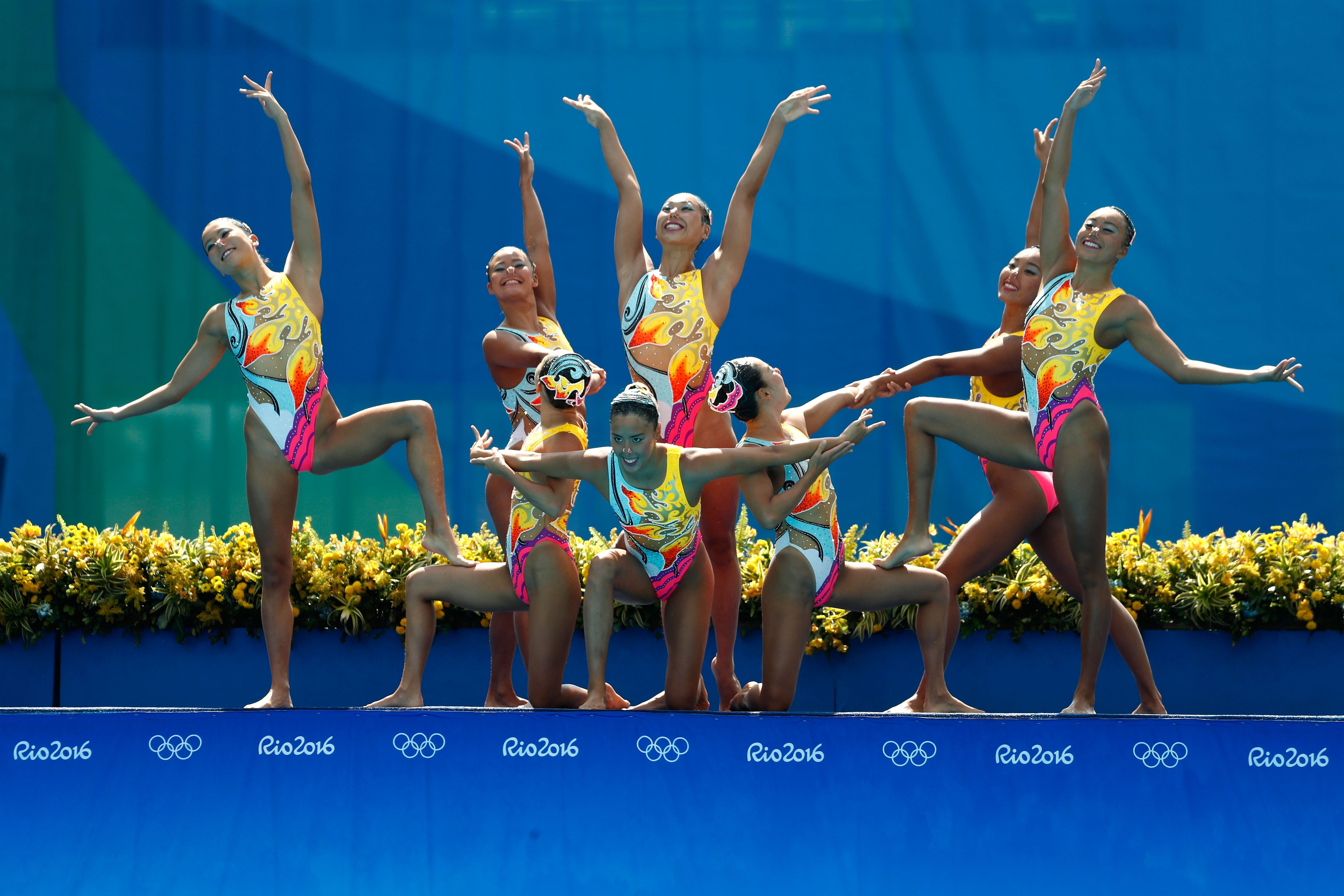21 Stunning Photos From The Olympic Synchronized Swimming Finals Synchronized Swimming Olympic Synchronised Swimming Swimming