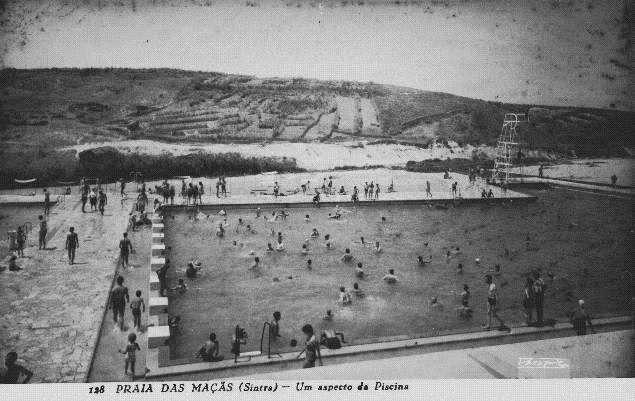 A Piscina da Praia das Maçãs oferecia uma alternativa na zona de Sintra. Foi projetada por Raúl Tojal e João Guilherme Faria da Costa e inaugurada em 1955.Piscinas em Lisboa: antigamente era assim