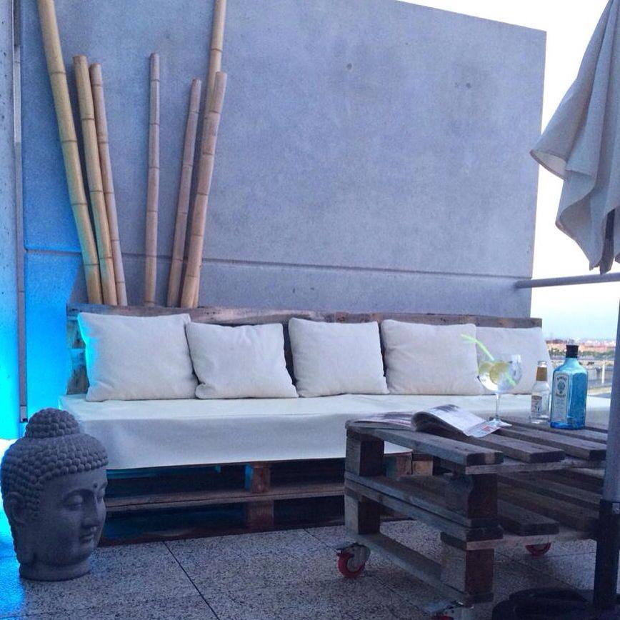 Terminando el día en la terraza de un Lof, fresquito y comodo y con ideas practicas #Decoracion #Lof #CasaDecor #Interiores