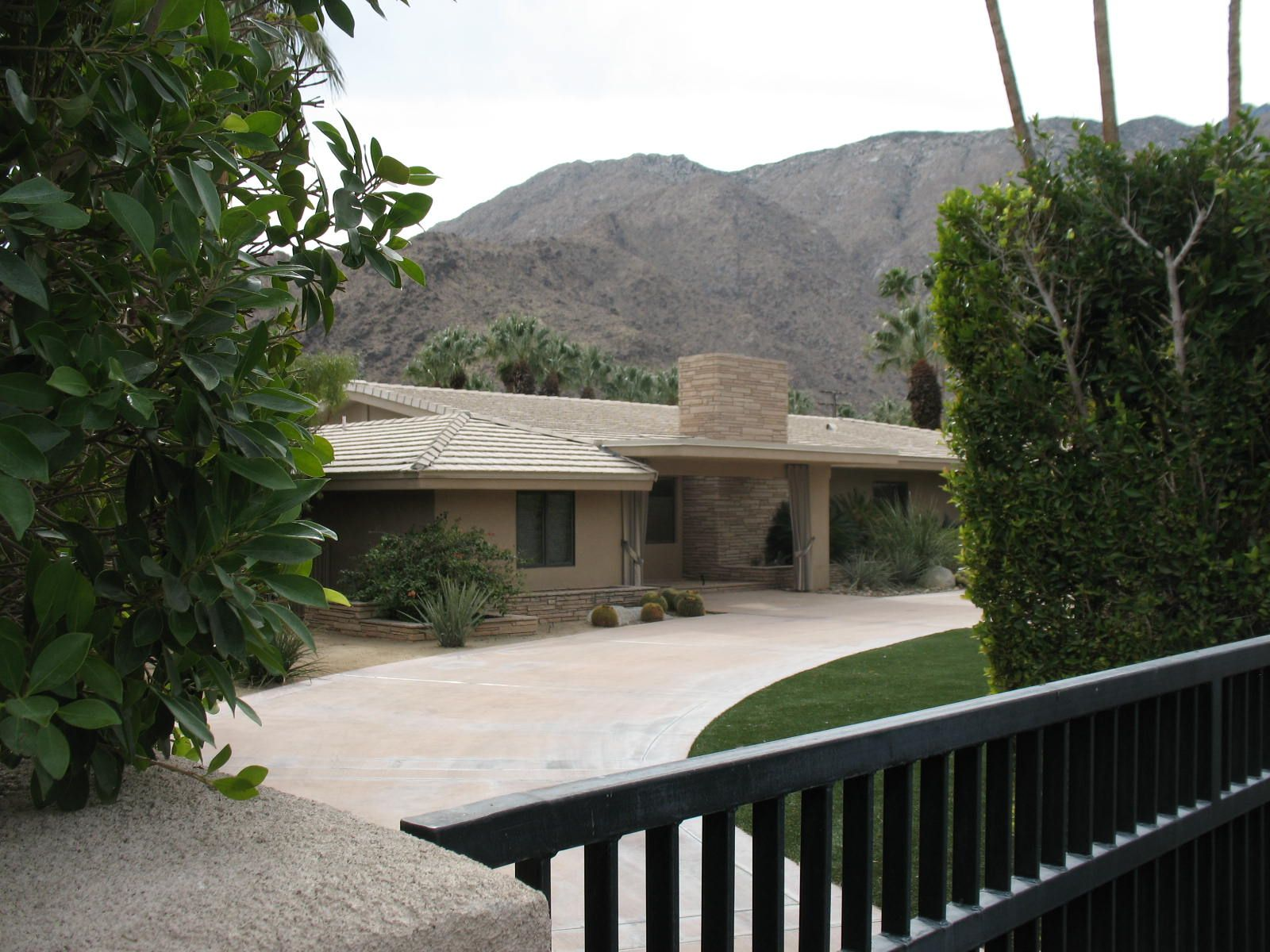 American Oasis A Perfect Winter S Day In Palm Springs Ca Palm Springs Images Of California Patio