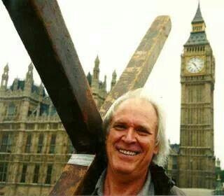 Arthur Blessitt carrying the cross around the world!! | Preacher ...