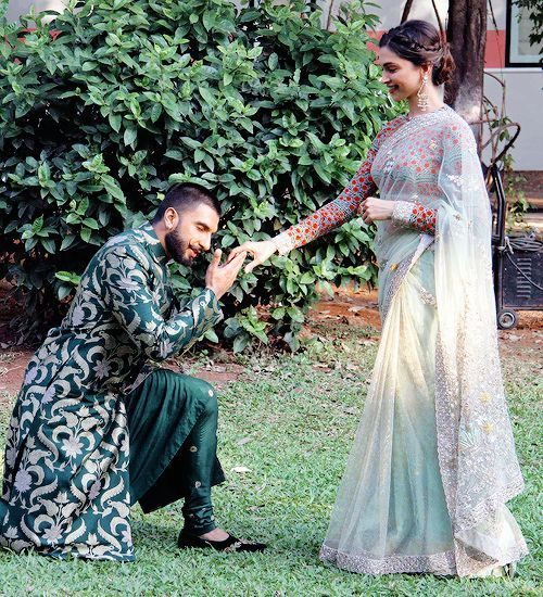 Deepika And Ranveer Going To Tie In The Knot Of The ...