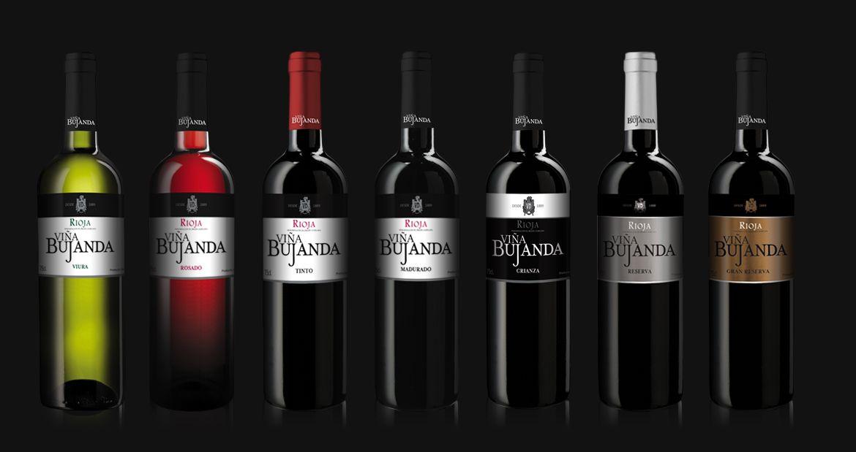Diseño de imagen, packaging y piezas de comunicación para esta nueva bodega en Rioja. Viña Bujanda es la combinación de la tradición bodeguera más familiar y las más modernas técnicas enológicas. Por esta razón, presentamos una imagen moderna combinada con una composición y tipografía clásicas.