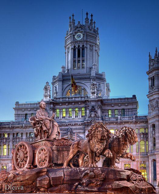 Fuente de la Cibeles (Madrid, Spain) #Bandera de España