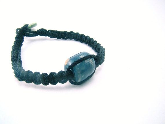 Brazalete en macrame con cuenta azul en ceramica by CreationsInaru, $8.00