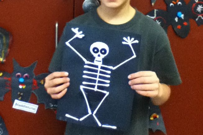 Halloween cotton swab skeleton