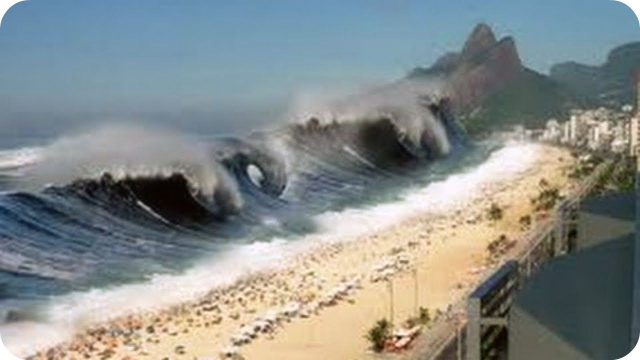 Mega Tsunami Caught On Camera Biggest Tsunami In The World Caught On Tape Tsunami Tsunami Waves Natural Disasters