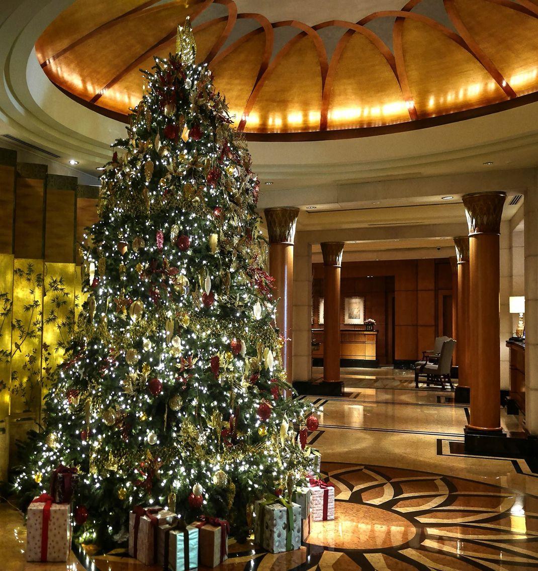 Christmas Tree At Lobby Of Four Seasons Singapore