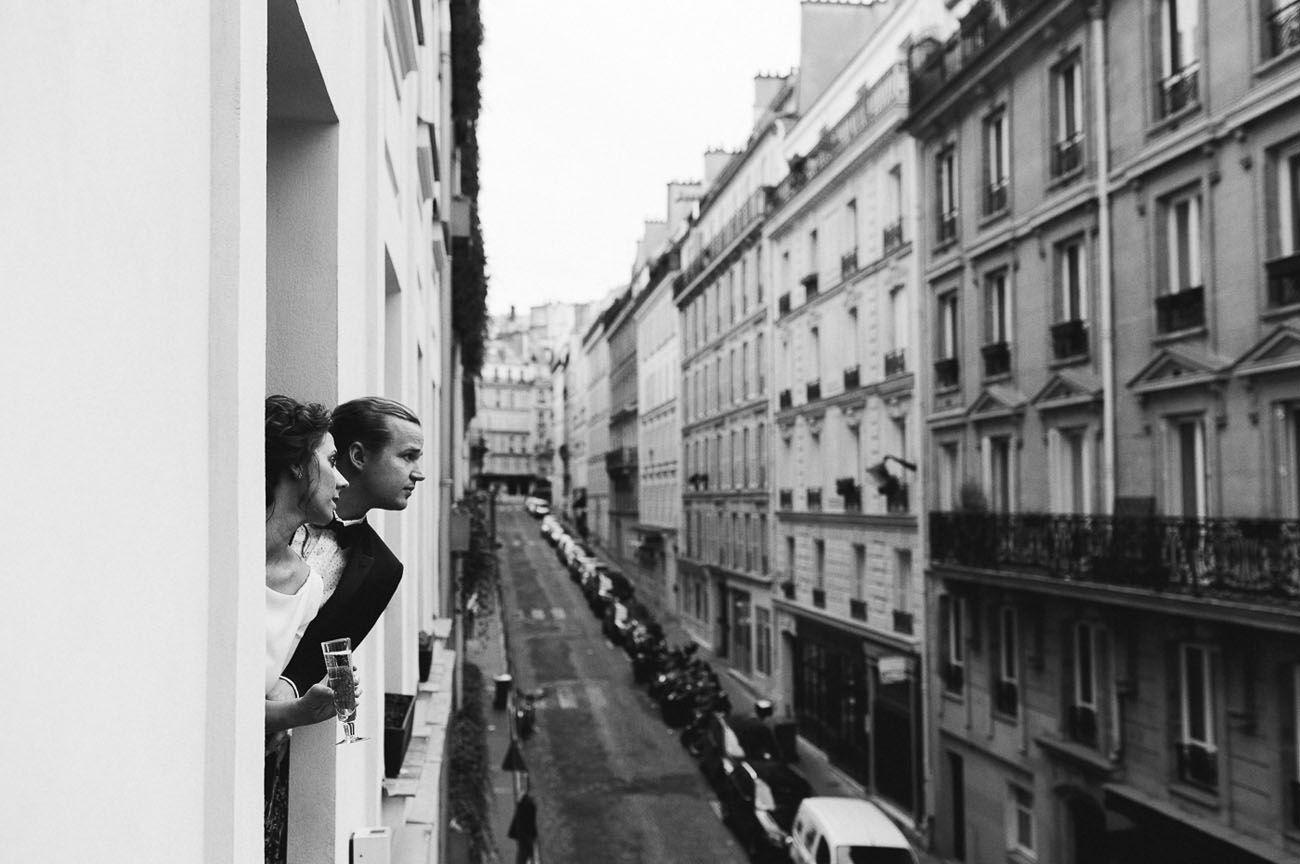 Paris elopement http://greenweddingshoes.com/modern-elopement-in-paris-jennifer-robert/?utm_source=soldsie&utm_medium=referral&utm_campaign=160408_parisclockportrait