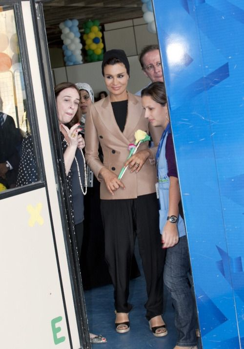 Sheikha Mozah visited the Children's Hope Space in a shantytown complex in Brazil in May 2010. She looks beautiful in a simple suit which I assume was Jean Paul Gaultier, Jimmy Choo sandals. Photo credit to HHOPL.