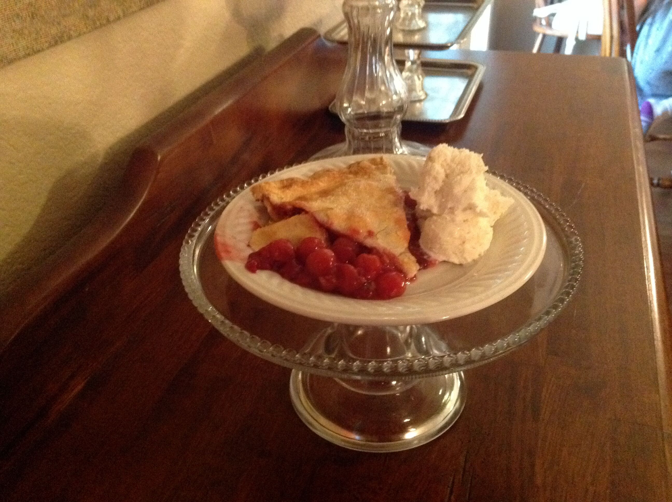 Cherry berry pie, sliced
