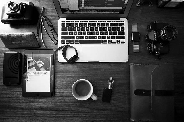 Coffee, Camera, Computer via @edw_ #designyourworkspace ~  Get a FREE guide on how to Design Your Workspace! *Link In Bio* . . . . . #peoplescreative #tablesituation #travelessentials #flatlay #design #simplicity #minimal #simplicity #theminimalist #minimalsetups #workspace #workspacestyling #study #office #interiors #interiordesign #homeoffice #workspaceinspo #desk #deskstyling #deskgoals #style #homedesign #designporn #flatlay #flatlayapp #flatlays www.theflatlay.com