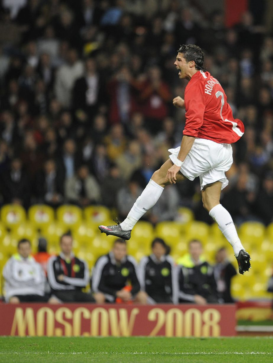 Cristiano Ronaldo After Heading Man Utd Into The Lead In The 2008 Champions League Final In Moscow Jogadores De Futebol Futebol Clubes