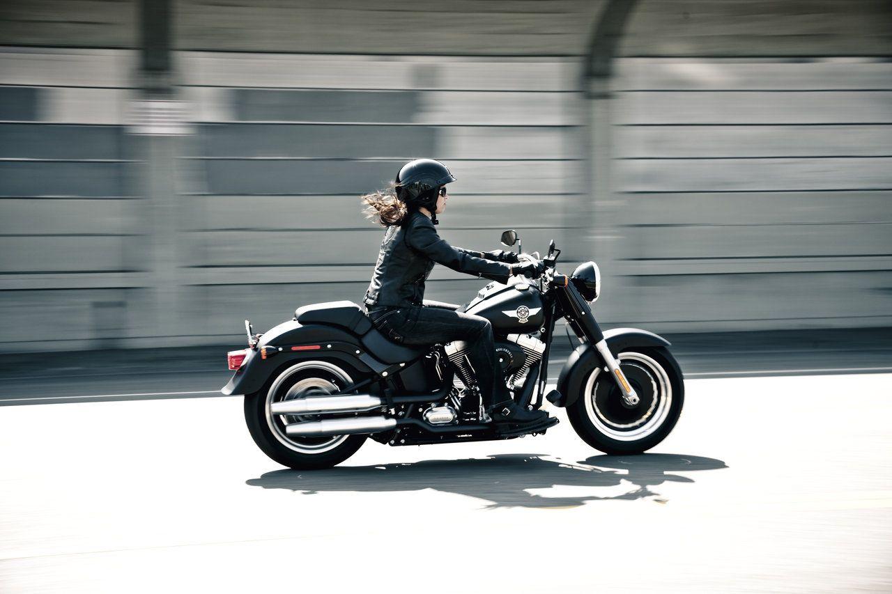 harley davidson fan des femmes motow pinterest harley davidson harley et moto. Black Bedroom Furniture Sets. Home Design Ideas