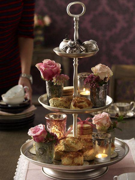 Die herbstliche teatime wird nur mit scones und der - Etagere dekorieren ...