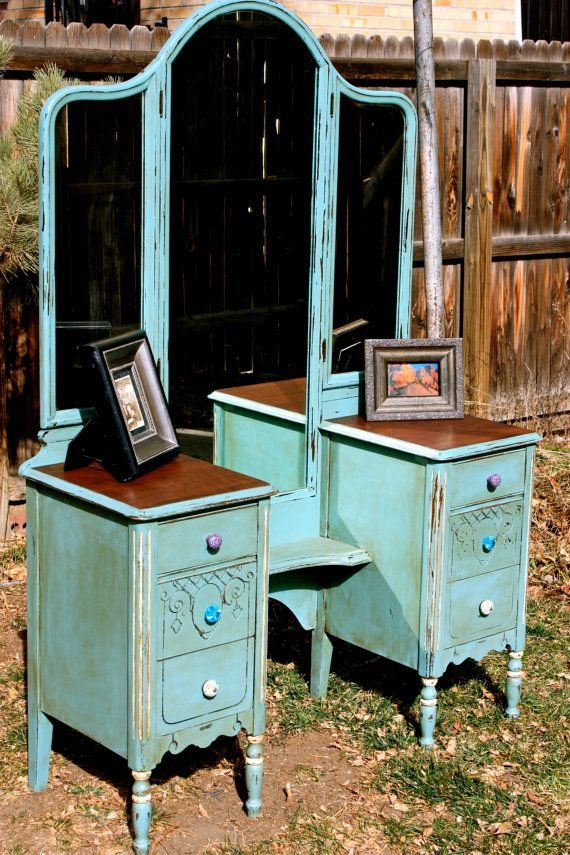 REDUCED PRICE***Antique vanity table with 6 drawers and mirror. Dates to  the Hand painted with Annie Sloan Chalk Paint. - Antique Vanity Table With 6 Drawers And 3-way Mirror. Dates To The